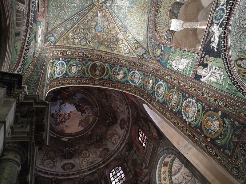 Basilica San Vitale-04.jpg
