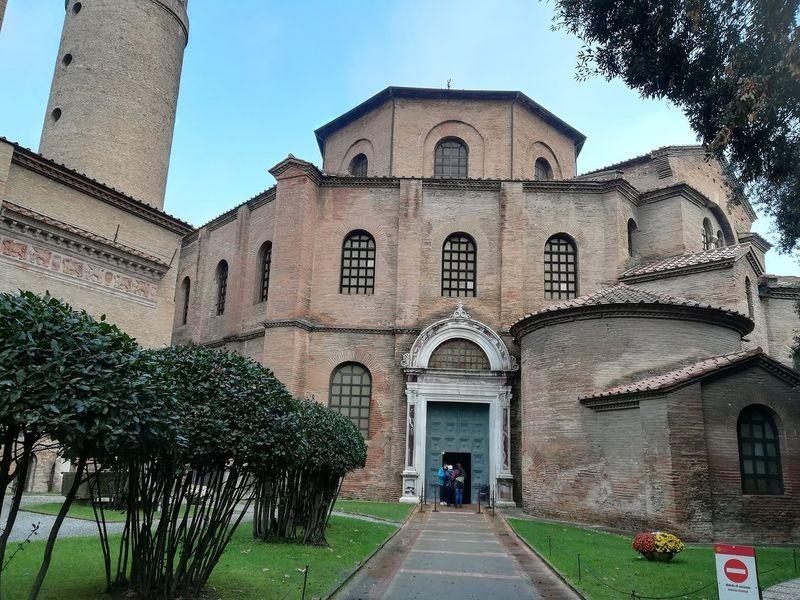 Basilica San Vitale-02.jpg