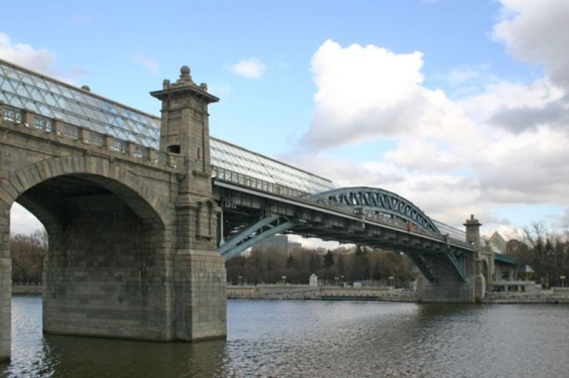 Pushkin Pedestrian Bridge (2).jpg