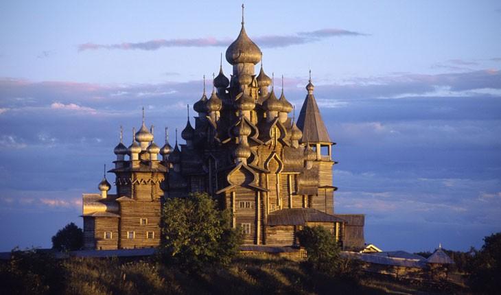 عجیب ترین و زیبا ترین کلیساهای تمام چوبی جهان