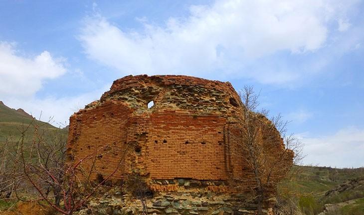 گنبد کافر، بنای عجیب به یاد مانده از سلجوقیان