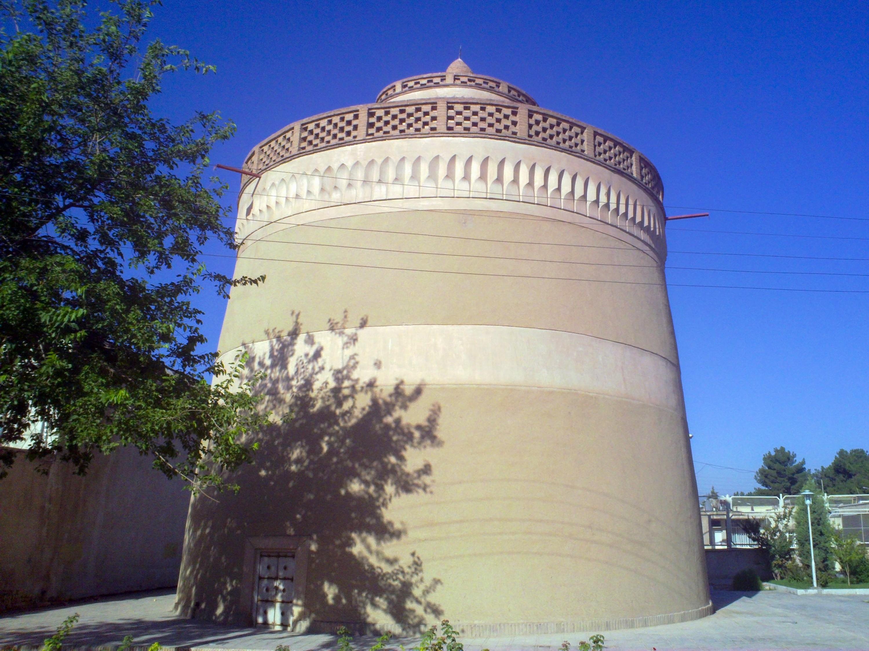برج کبوتر خانه میبد، معماری شگفت انگیز قاجاری