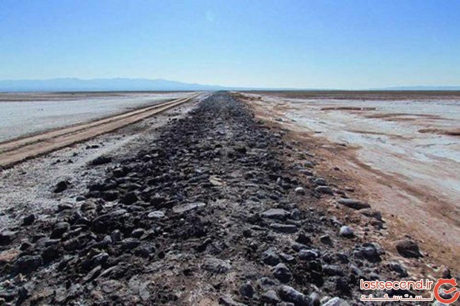 جاده سنگفرش سیاه کوه