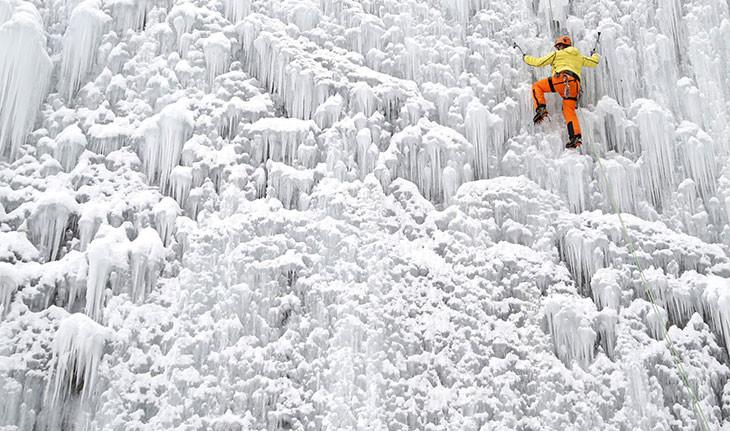 نگاهی به جهان یخ زده