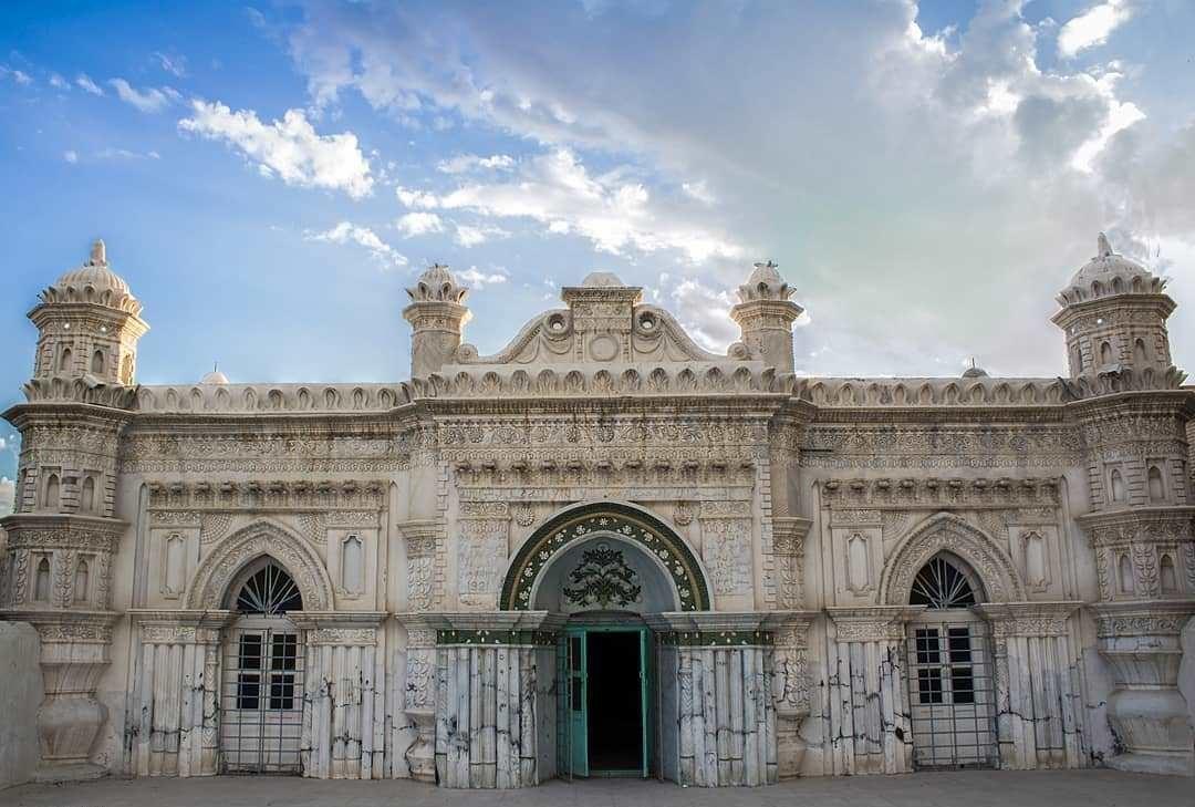 رنگونی، مسجدی با معماری عجیب هندی در آبادان