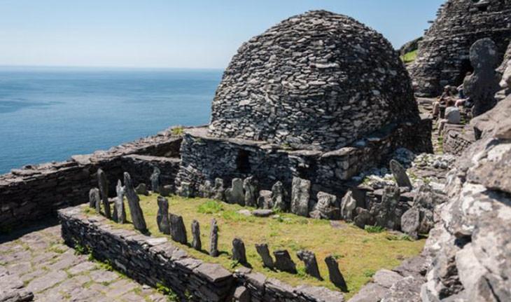 جزیره متروکه ایرلندی قرون وسطی که به حراج گذاشته شده است
