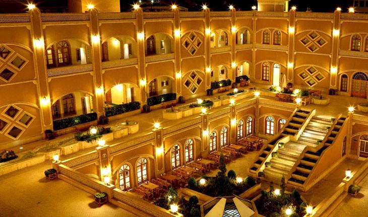 هتل داد یزد، قصری در میان شهر بادگیرها