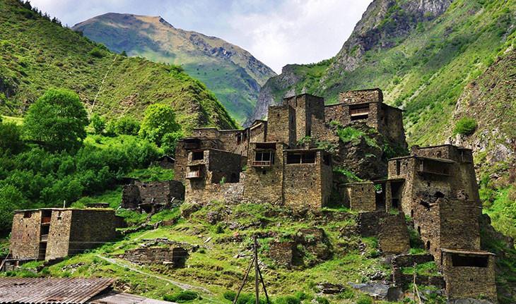 سرزمین برج های قفقازی: روستاهای بی نظیری با خانه های قلعه ای