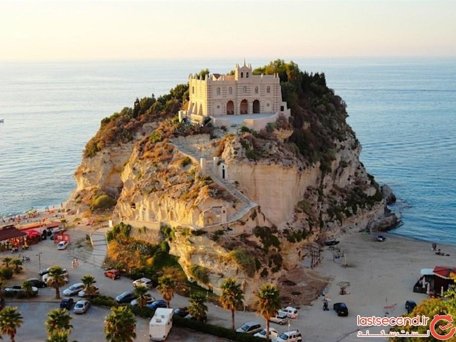 جزیره مریم مقدس، ایتالیا