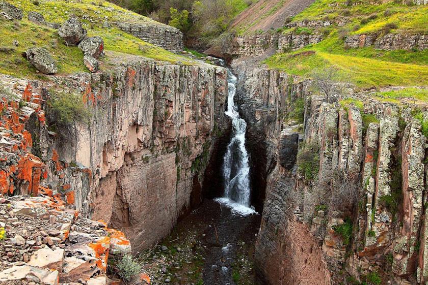 چالاچوخور،آبشار زیبا و پرطرفدار گرمی