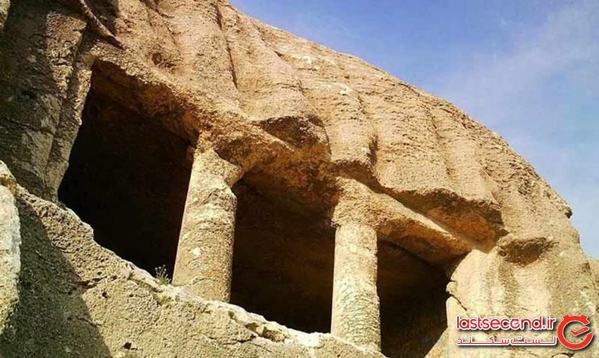 فقرگاه، دخمه سنگی چند هزارساله مهاباد