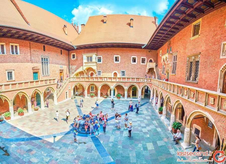 محوطهی کالج مایوس (Collegium Maius courtyard)
