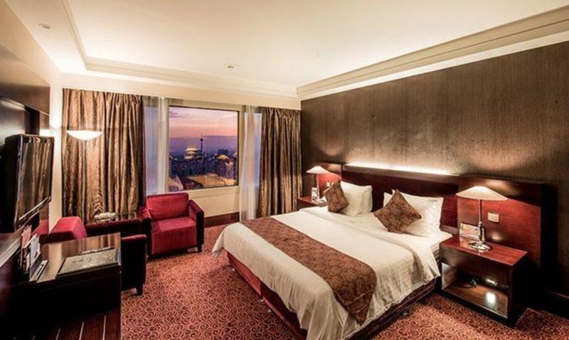 Parsian Azadi Hotel (1).jpg