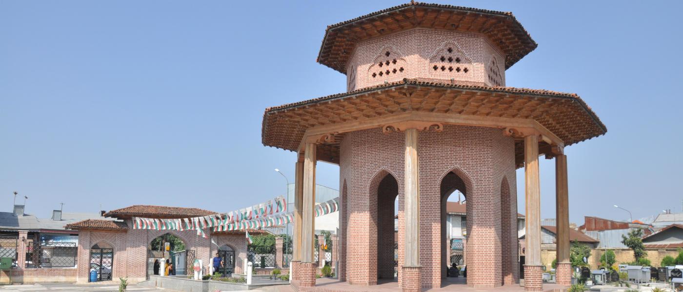آرامگاه میرزا کوچک خان جنگلی، تلفیق هنر و تاریخ در رشت