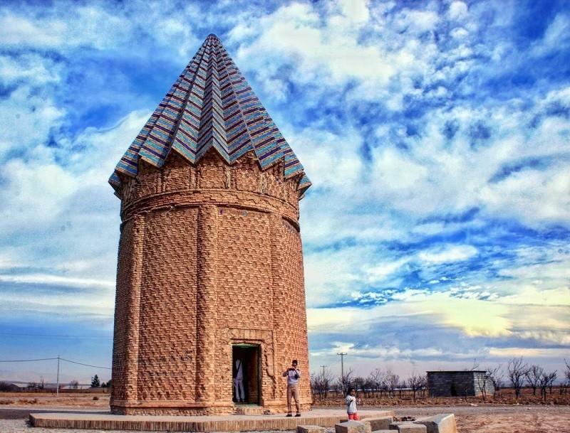 میل اخنگان، آرامگاهی با 6 قرن سابقه در مشهد