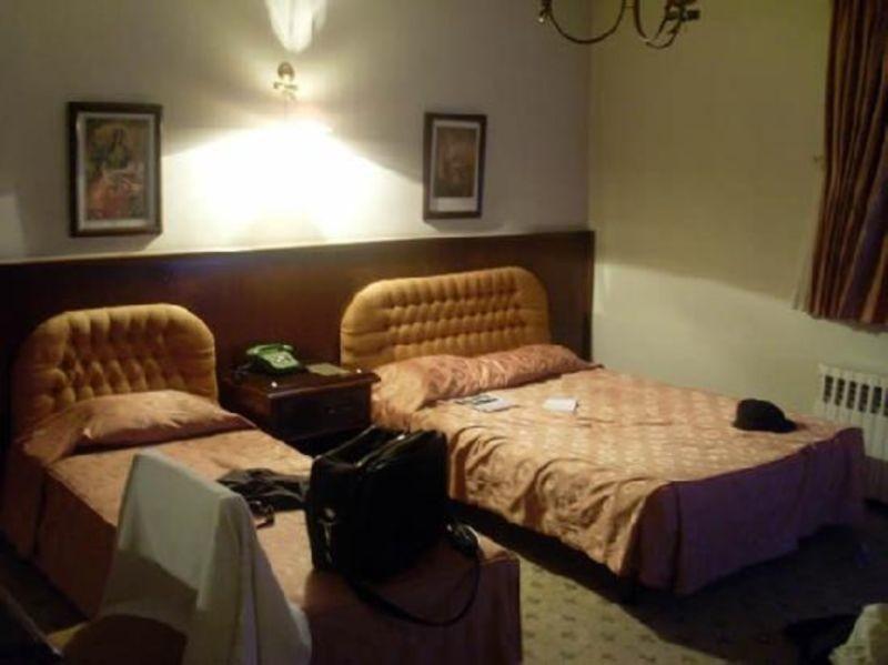 Iranshahr Hotel (1).jpg