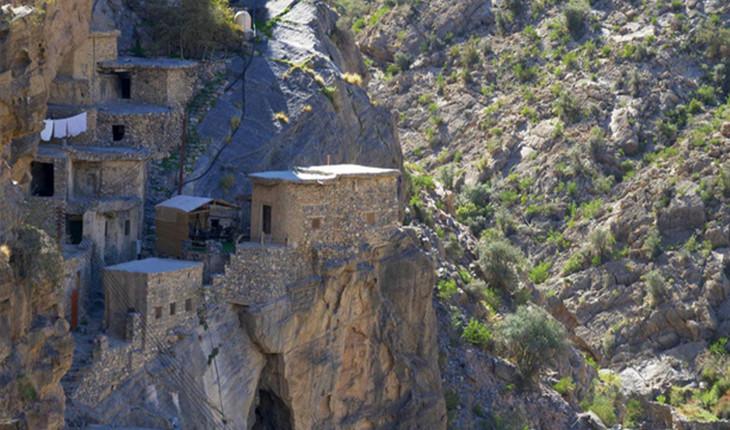 روستایی پنهان در پس صخره ها در عمان