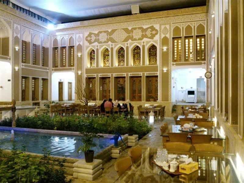 Khaneh Pedari Restaurant (2).jpg