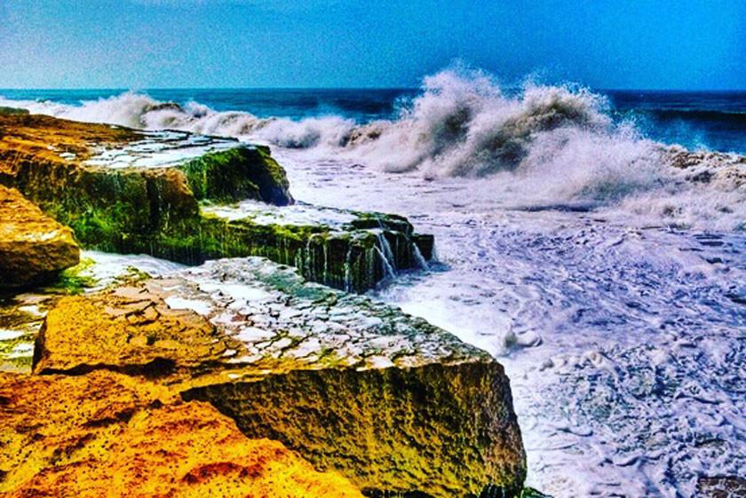 ساحل صخره ای (1).jpg