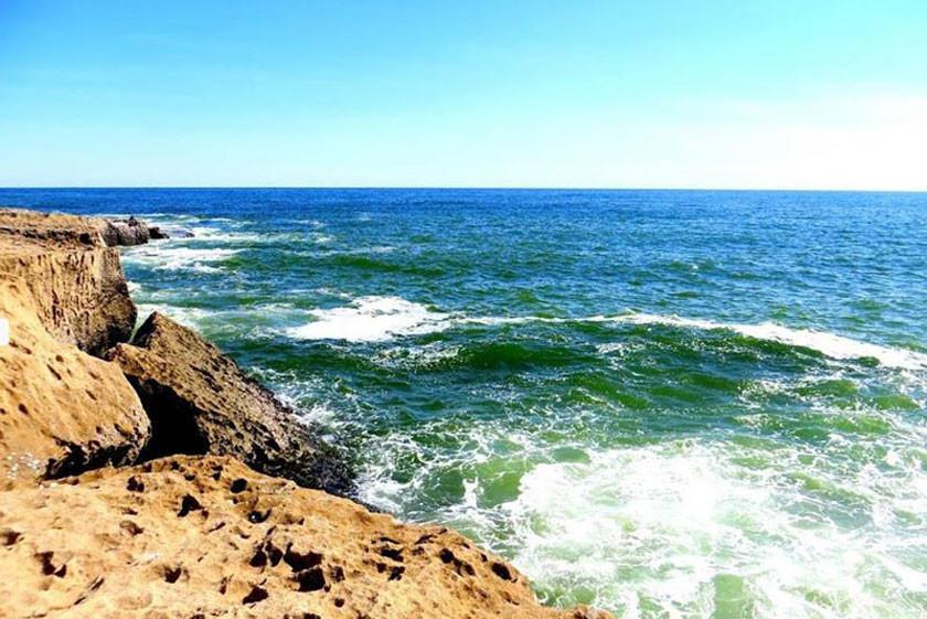 ساحل صخره ای چابهار (ساحل دریای بزرگ)