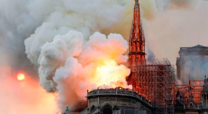 کلیسای نوتردام در آتش سوخت