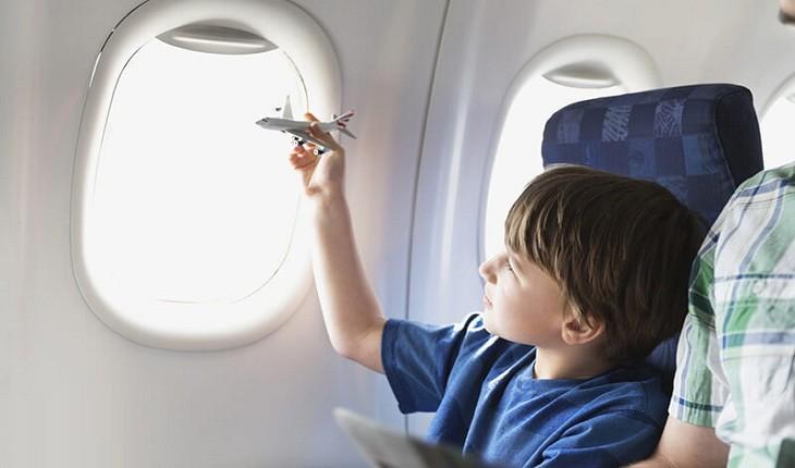 چطور با کودکانی که در رده های مختلف سنی هستند، سفر کنیم؟