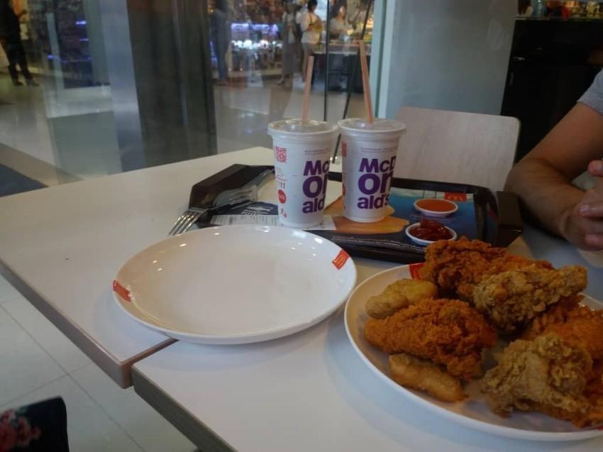 مک دونالدز (مرکز خرید پلاتینیوم بانکوک)
