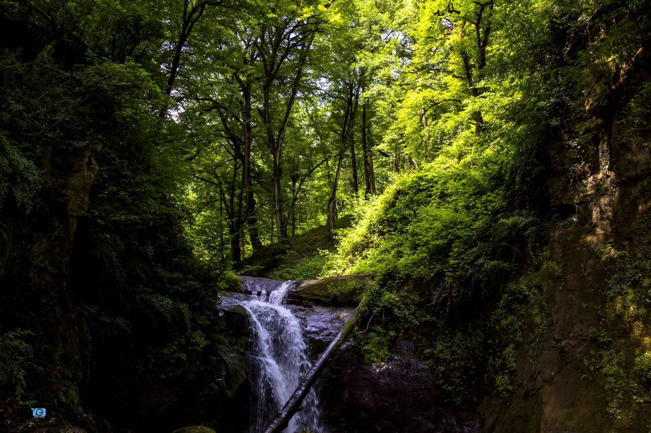 تور آبشار زمرد حویق