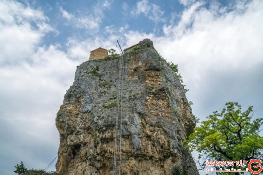ستون کاتسخی, منزویترین کلیسای جهان