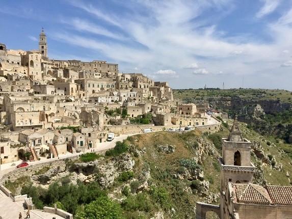 ایتالیایی ها هنوز در این غارهای 9000 ساله زندگی می کنند