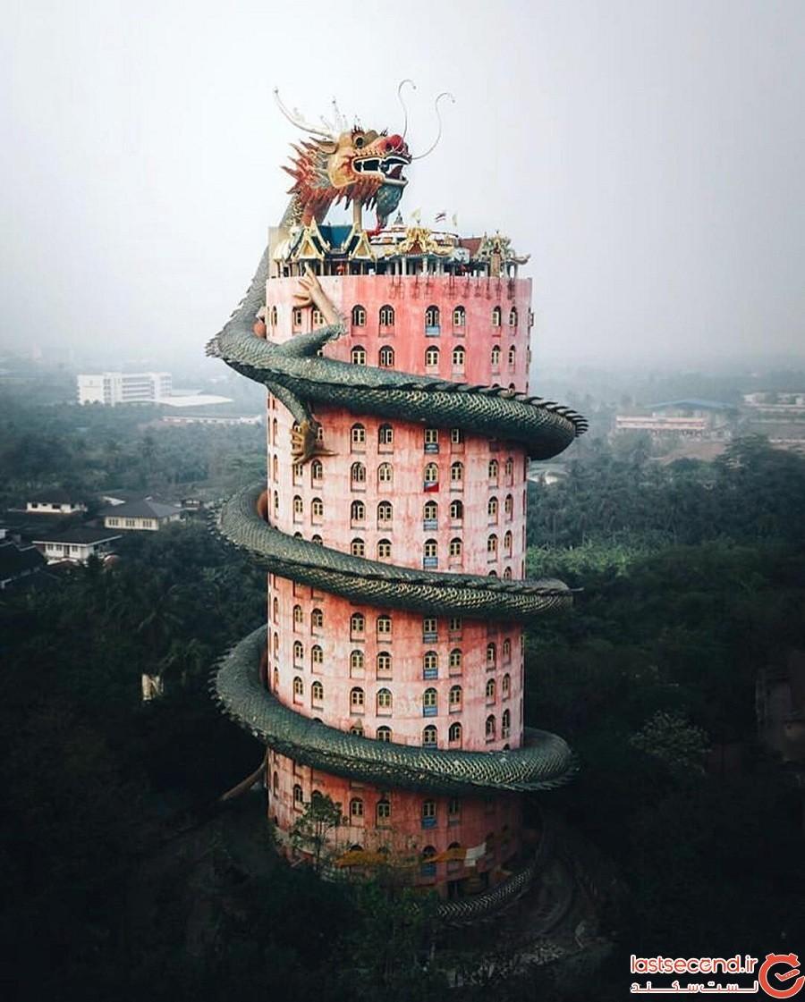 معبد بودائی 17 طبقه صورتیرنگ با اژدهایی که به دور آن پیچیده است