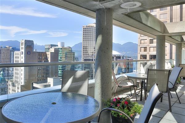 NAM-Canada-Vancouver-DeltaVancouverSuites-905236-Delta_Vancouver_Suites_Patio-3-YVRDeltaSuitesPatio.jpg