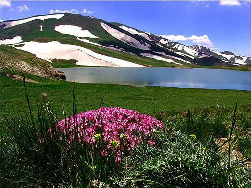 دریاچه و کوه دالامپر