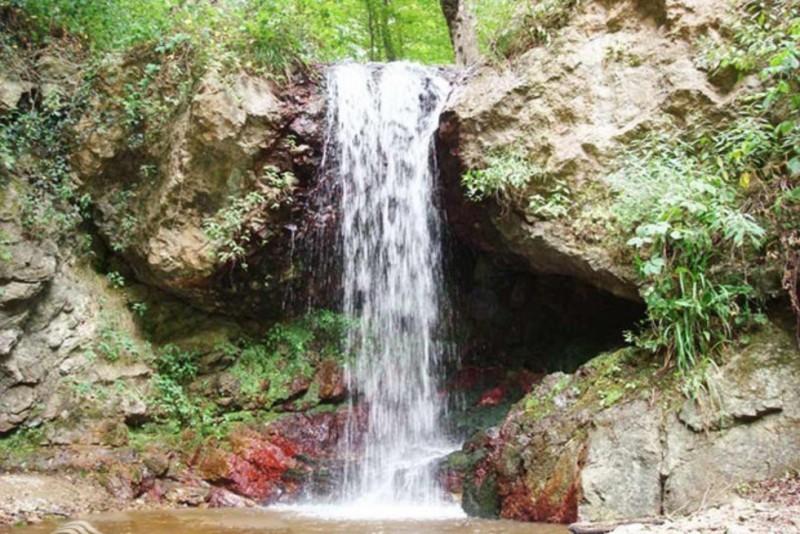 Lar Cheshmeh Waterfall (2).jpg