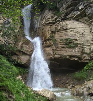 Lar Cheshmeh Waterfall (3).jpg
