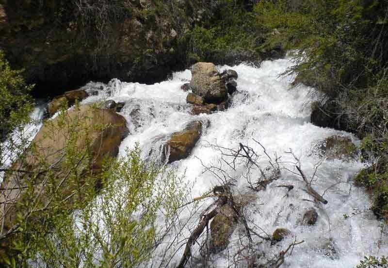 Lar Cheshmeh Waterfall (1).jpg