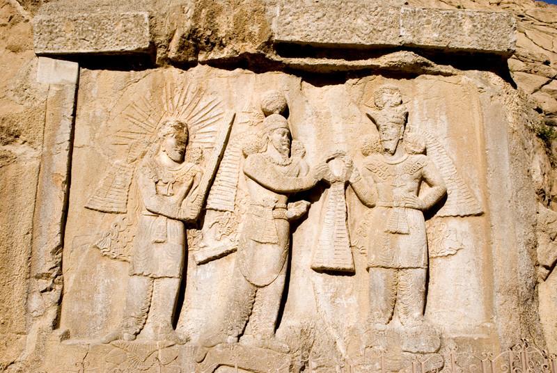 نقش برجسته تاجگذاری اردشیر بابکان