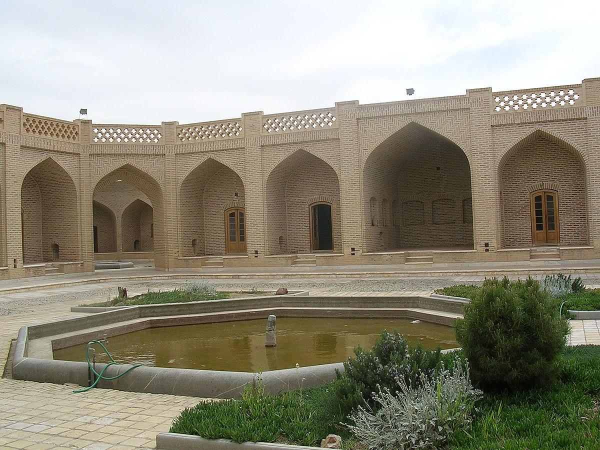 Kharanaq Caravanserai (2).jpg
