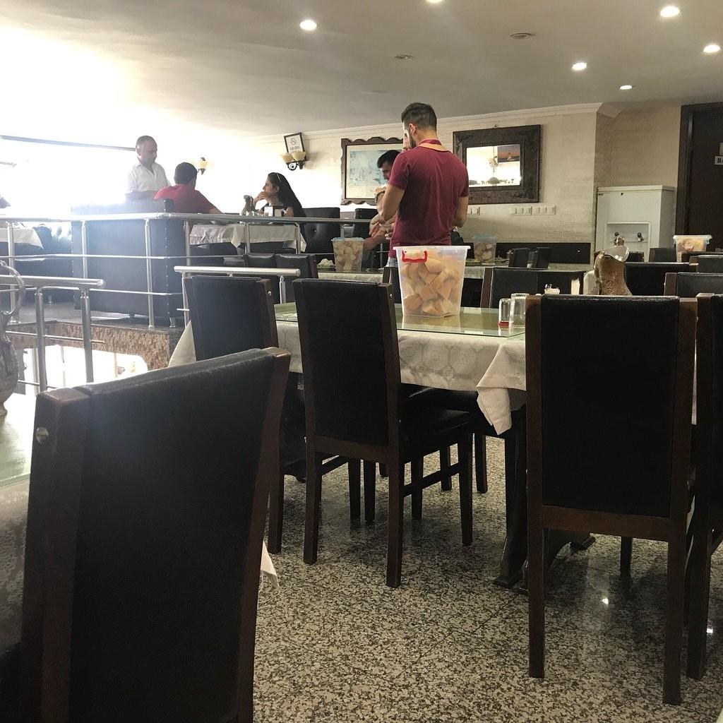 Ustabas Restaurant (3).jpg