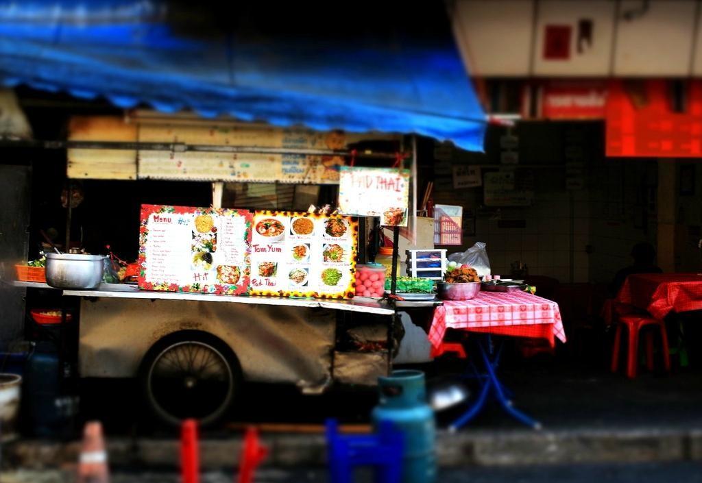 2Sukhumvit Soi 38 Night Food Market (6).jpg