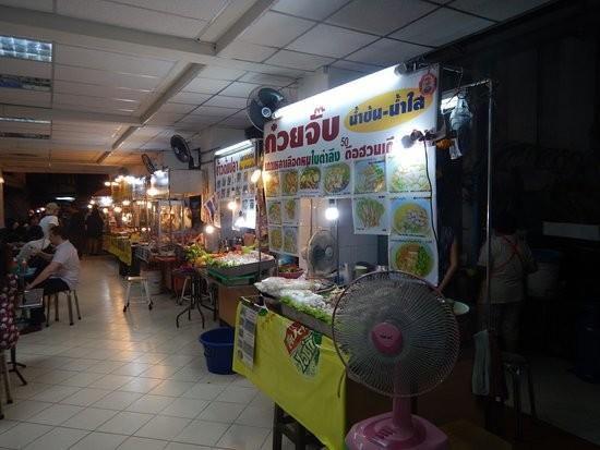 2Sukhumvit Soi 38 Night Food Market (1).jpg