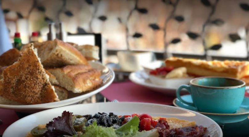 Majnoon Cafe (4).JPG