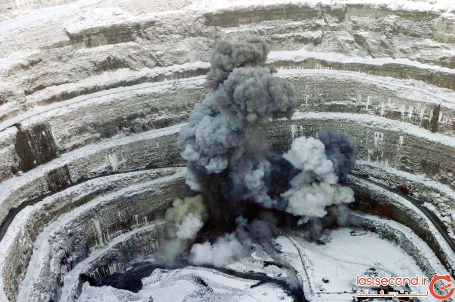 مِرنی؛ یک معدن الماس غول پیکر، که هلیکوپترها را به درون میکشد
