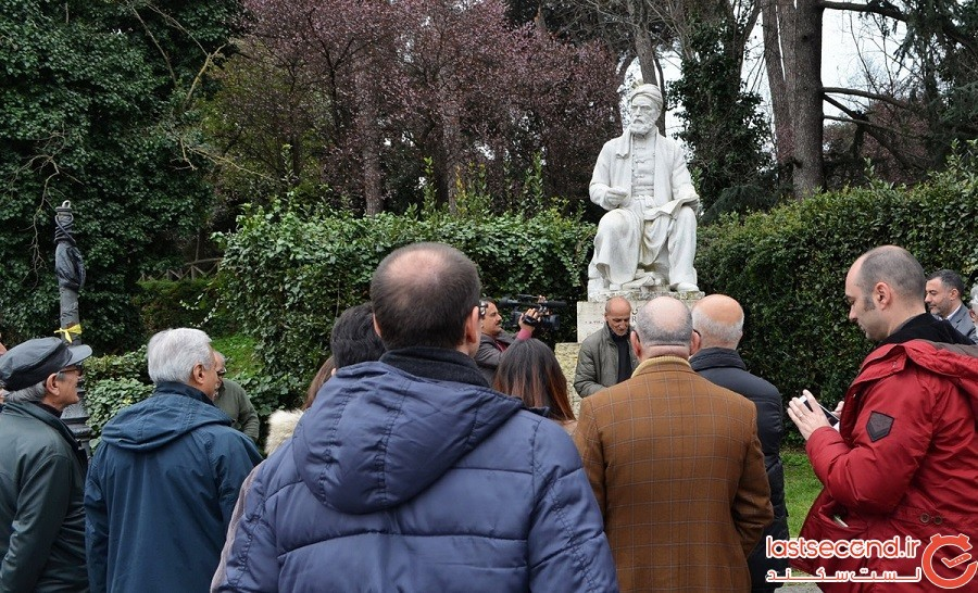 مجسمه فرودسی در رم