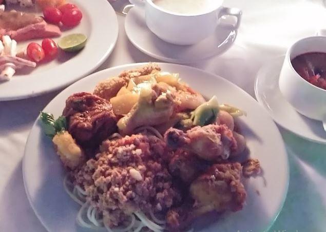 Chao Phraya Dinner Cruise Restaurant (3).JPG