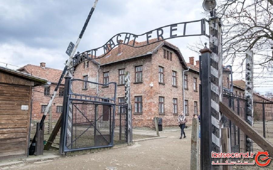 دروازه اردوگاه کار اجباری آشویتس