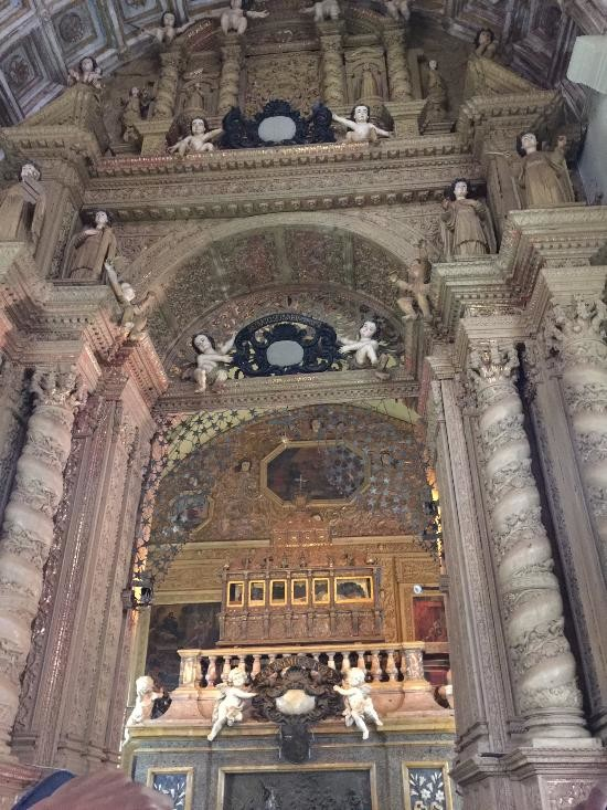 Basilica of Bom Jesus (5).jpg