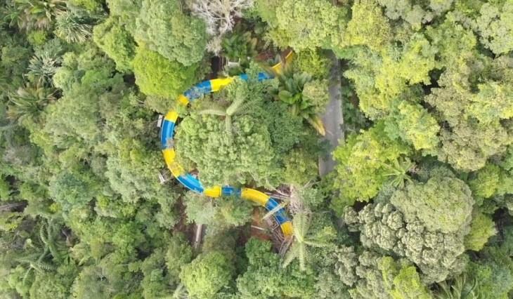سرسره آبی 1140 متری در مالزی، رکورد شکست!