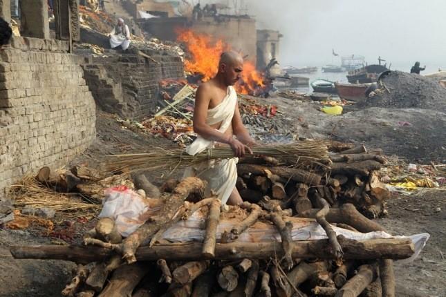 واراناسی، شهری در هند که مردم برای مُردن به آنجا میروند