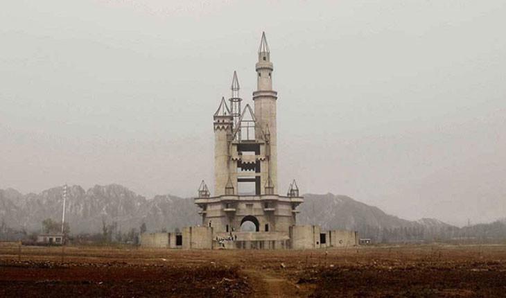چرا پارک تفریحی سرزمین عجایب،به یک پارک نیمهکاره در چین مبدل شد؟